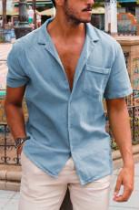 Himmelblå knappad kortärmad herrskjorta med ficka