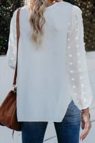 Biała bluzka w szwajcarskie kropki z dekoltem w serek i długim rękawem Sleeve