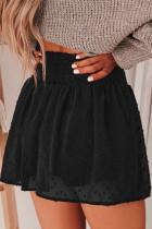 Neformální šortky s černým rukávem a švýcarskými tečkami