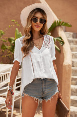 Háčkovaná košile s krátkým rukávem s krajkovým výstřihem do V