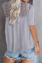 Šedá krajková háčkovaná košile s krátkým rukávem