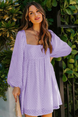 Violetti neliönmallinen puffihiha Babydoll-tyylinen lyhyt mekko