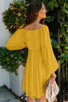 Keltainen kaula-aukon puffihihainen Babydoll-tyylinen lyhyt mekko