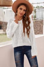 Volný bílý svetr s kapucí a kapucí