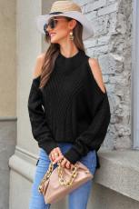 Czarny sweter z dzianiny z odkrytymi ramionami
