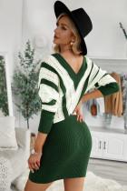 Sukienka sweterkowa z wycięciem w kolorze zielonym