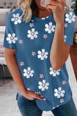 Niebieska koszulka z kwiatowym wzorem