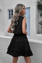 Mini-robe trapèze noire sans manches à col en V et à volants