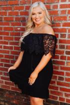 Fekete csipke ujjú plusz méretű ruha