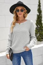 Grauer, rückseitiger, ausgehöhlter Pullover