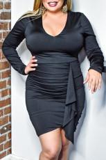 Schwarzes, figurbetontes Kleid mit V-Ausschnitt und langen Ärmeln in Übergröße