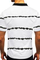 Valkoinen raidallinen napitettu T-paita