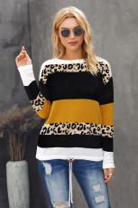 Orangefarbener Pullover mit Rundhalsausschnitt und Leopardenmuster