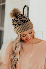 Khaki leopardmönster med stickad Pom