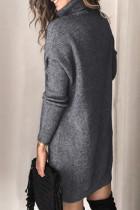 Abito maglione lavorato a maglia a maniche lunghe a collo alto grigio