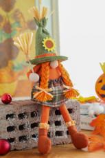 Halloween Scarecrow kääpiö halaa kurpitsa kasvoton naispuolinen nukke
