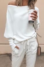 화이트 슬루치 원숄더 돌먼 슬리브 골지 스웨터
