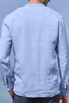 Himmelblå halvknapp långärmad herrskjorta med ficka
