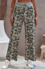 Byxor med dragsko i midjan med breda ben i kamouflage