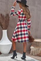 Sukienka koszulowa w kratę z kieszonką na guziki