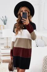 Sukienka sweterkowa w czarne bloki