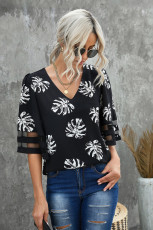 Svart V -hals Mesh Splicing Sleeve Palm Leaf Print Top
