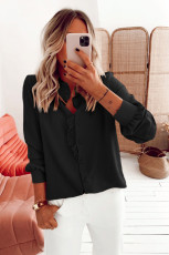 Svart skjorta med rynkad rynkad knapp