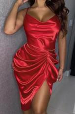 赤いスパゲッティストラップシルクのようなシャーリングミニドレス