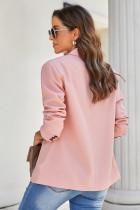 ピンクのターンダウンカラーボタンブレザー、ポケット付き