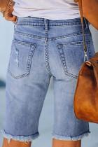 Ljusblå knappade nödställda jeansshorts