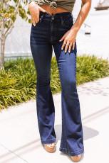 Niebieskie dżinsy z wysokim stanem i rozkloszowanymi guzikami