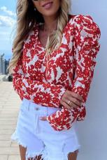 Czerwona bluzka z bufiastymi rękawami i dekoltem w szpic