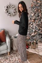Pitkähihainen toppi ja leopardikuvioiset housut
