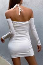 Mini abito aderente con scollo all'americana e spalle scoperte bianco
