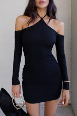 Mini abito aderente nero con scollo all'americana e spalle scoperte