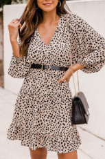 Mini abito con scollo a V con volant e maniche a palloncino con stampa leopardata