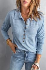 Top in maglia con risvolto sul davanti con bottoni blu cielo Blue