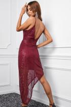 Rotes, figurbetontes Paillettenkleid mit V-Ausschnitt