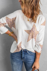 Witte gebreide top met sterrenwafel en lange mouwen met luipaardprint