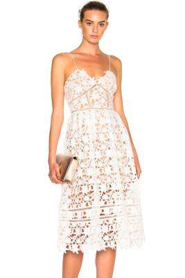 الدانتيل الأبيض الجوف خارج عارية فستان حفلة موسيقية الوهم