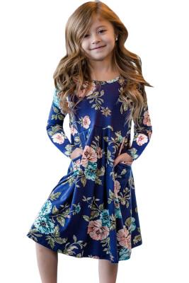 فستان أطفال بأزهار زرقاء وجيوب مخفية