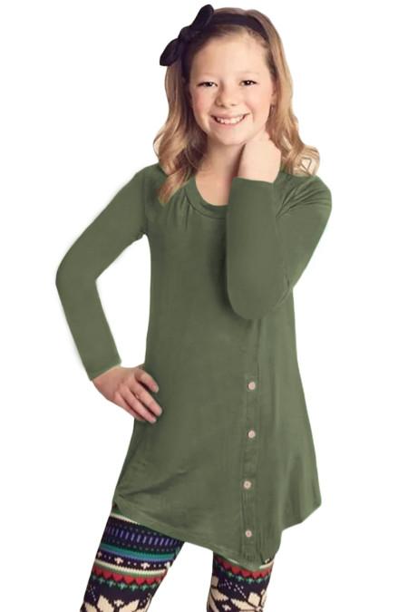 فتاة صغيرة خضراء طويلة الأكمام زر سترة