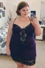 Chemise Venecia púrpura con adorno de encaje