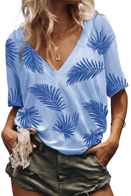 Camiseta con estampado vegetal en azul cielo con cuello en V