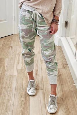Трикотажные спортивные брюки с камуфляжным принтом