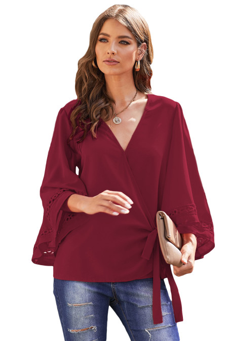 Blusa cruzada con ribete de crochet de vino