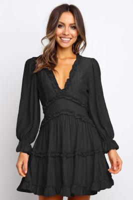 ブラックVネックフリルディテールオープンバックドレス