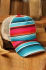 قبعة بيسبول مخططة بألوان قوس قزح متقاطعة