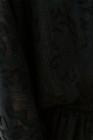 Черный топ с длинными рукавами и оборками с V-образным вырезом и блестящим принтом