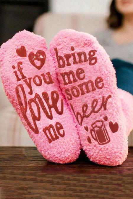 إذا كنت تحبني أحضر لي بعض جوارب البيرة